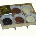 Chocolate Caramel Nut Oysters Gift Box
