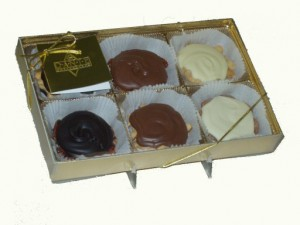 Caramel Chocolate Nut Oysters Gift Box